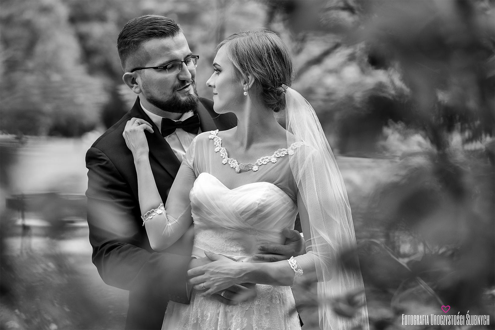 Piękne plenery ślubne, sesje narzeczeńskie, zdjęcia ślubne Jelenia Góra. Ślubna sesja w parku Zdrojowym - artystyczne zdjęcia ślubne.