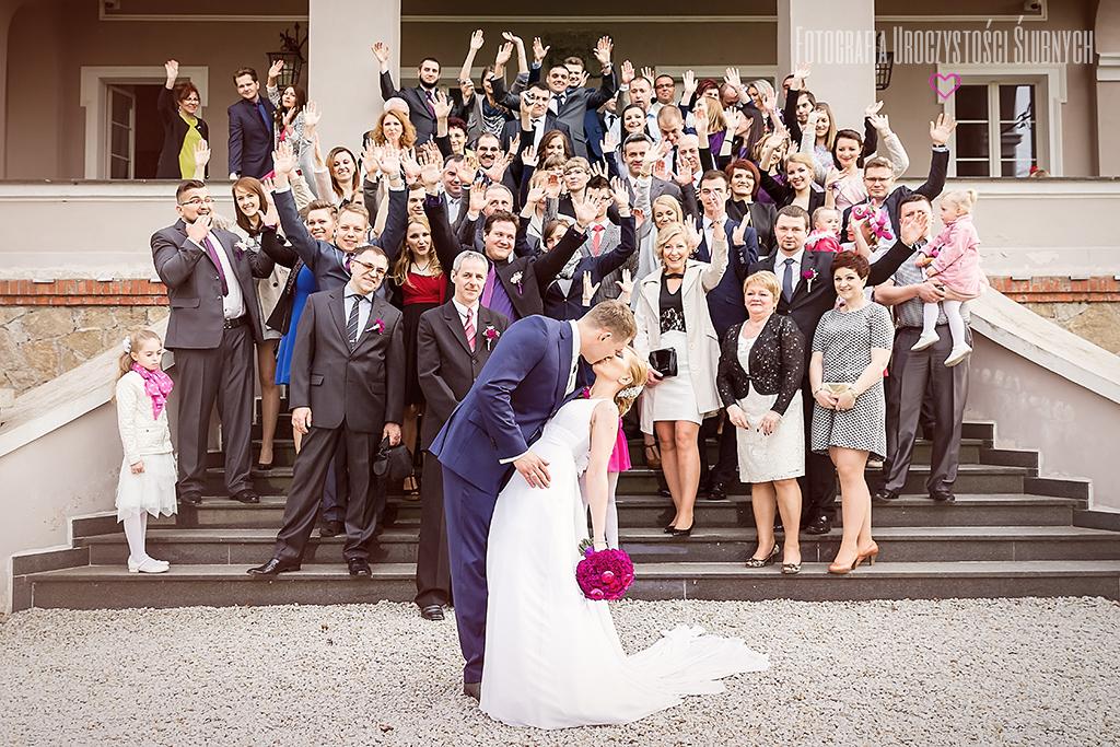 Fotografia Uroczystości Ślubnych - zdjęcia ślubne Jelenia Góra. Reportaż ślubny Marty i Adama w Pałacu Konary - województwo dolnośląskie.