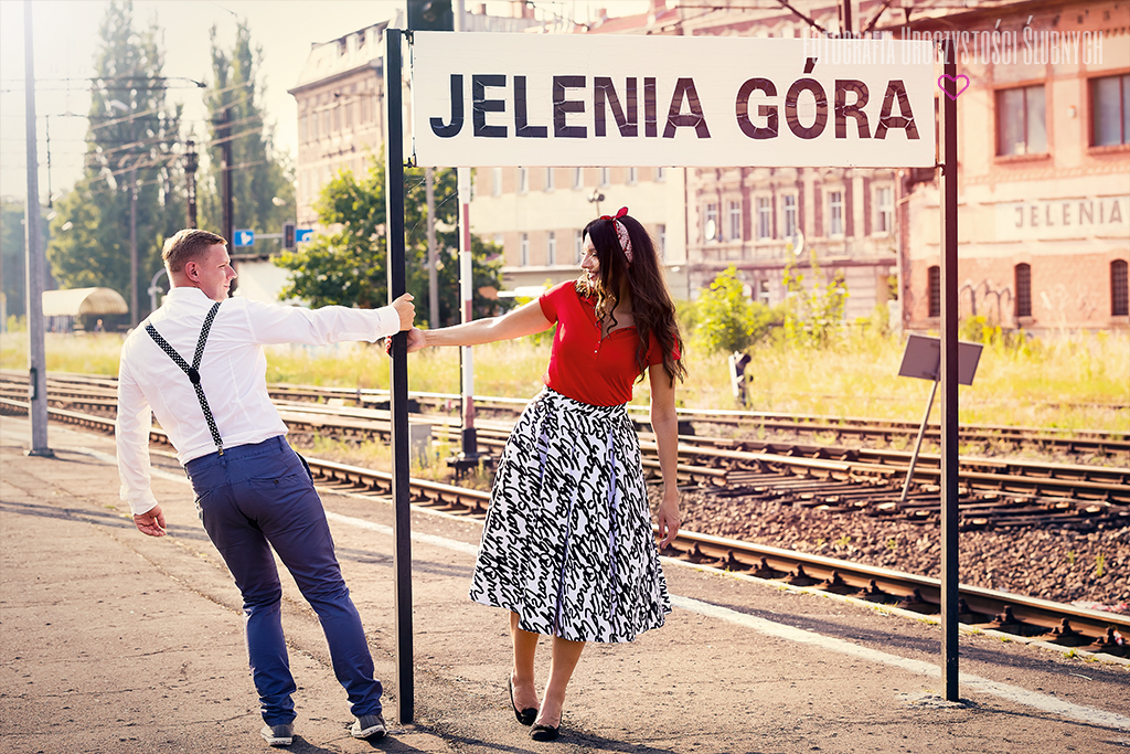 Sesja narzeczeńska Ewy i Bartka - Jelenia Góra. Zapraszam do obejrzenia fotorelacji z sesji narzeczeńskiej oraz do zapoznania się moją ofertą pakietów ślubnych.