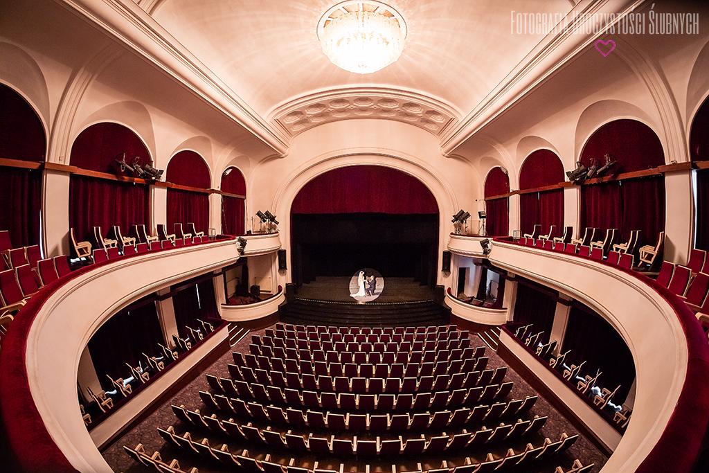 Plener ślubny w Jeleniej Górze. Sesja zdjęciowa w Teatrze Norwida w Jeleniej Górze.