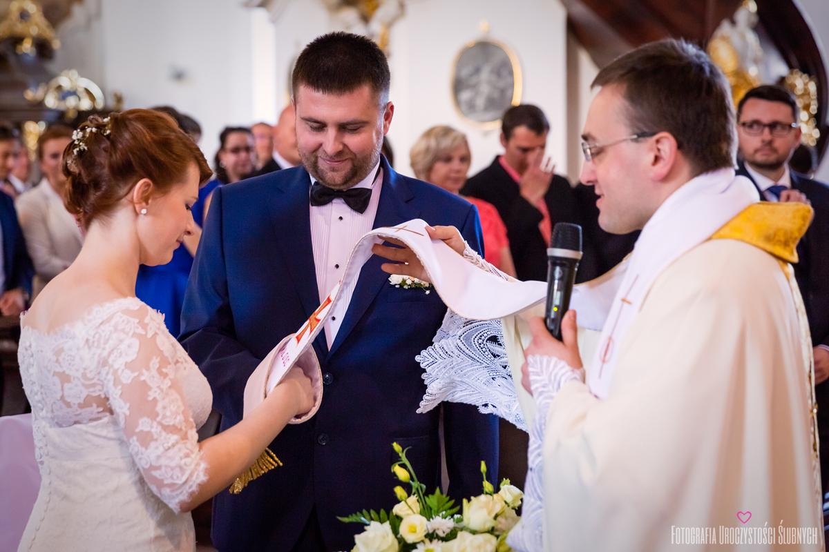 Reportaż ślubny Krzeszów, Bukówka. Zdjęcia ślubne Pauliny i Szymona - artystyczna fotografia ślubna Jelenia Góra.