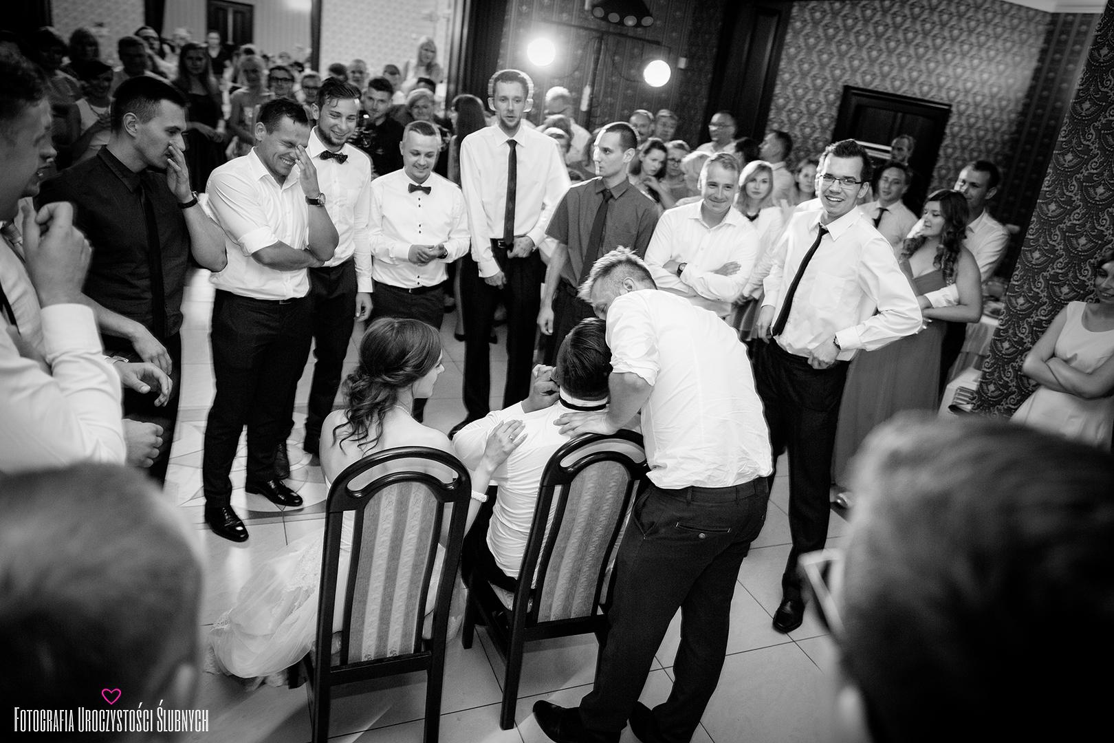 Klaudia Cieplińska - fotografia, zdjęcia wesele Jelenia Góra. Zdjęcia ślubne z reportażu ślubnego Oli i Szymona w Borku Strzelińskim pod Wrocławiem.