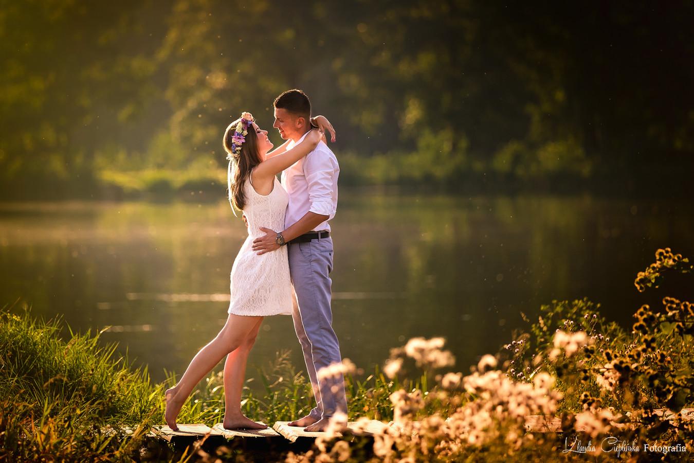 Fotografia ślubna Jelenia Góra. Sesja plenerowa Luizy i Przemka z pięknym parku w Bukowcu koło Jeleniej Góry.