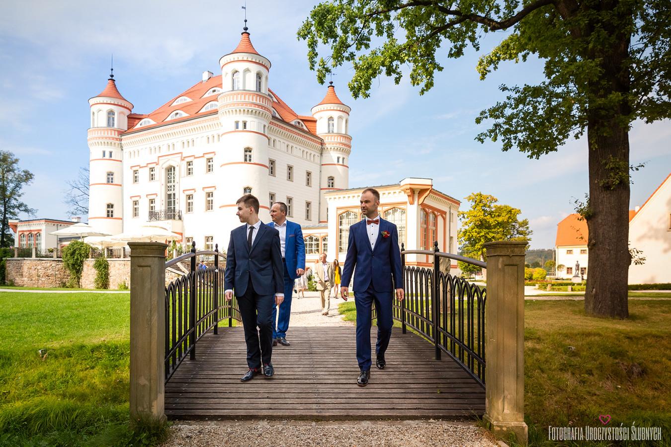 Marika i Boguś na mojej artystycznej fotografii ślubnej w Pałacu Wojanów koło Jeleniej Góry. Reportaż ślubny Wojanów.