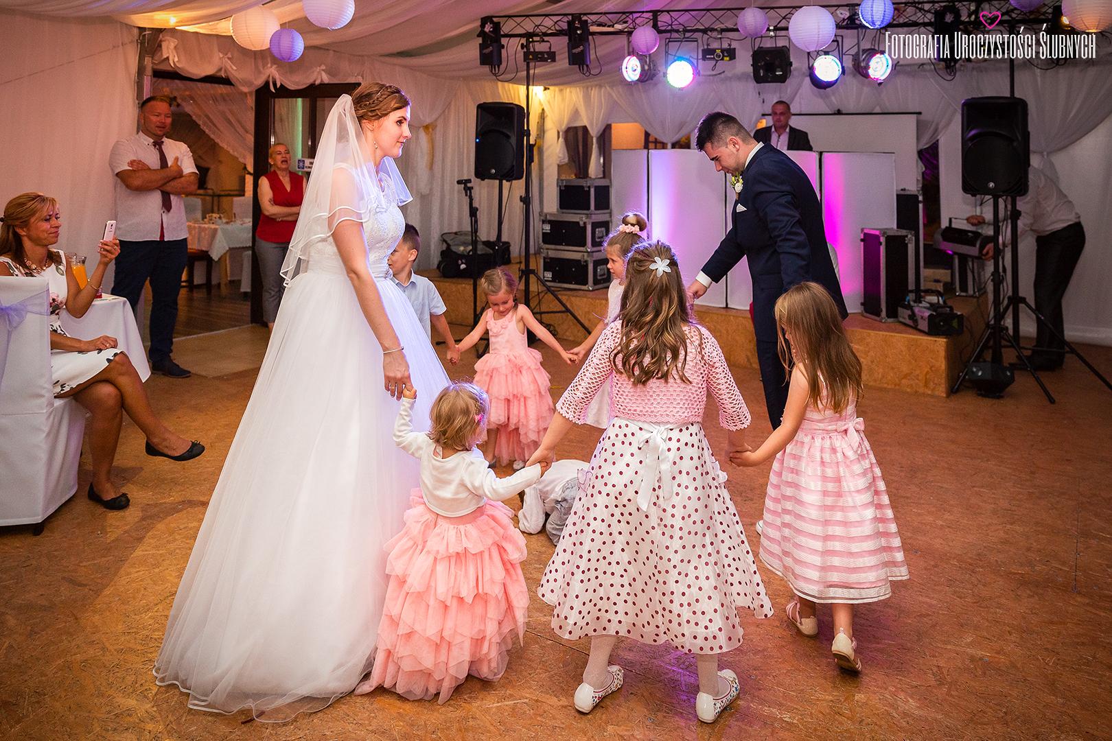 Artystyczna fotografia ślubna - Wesele Lubawka zdjęcia ślubne, sesje narzeczeńskie. Zapraszam do obejrzenia fotorelacji ze ślubu Aldony i Dymitra.
