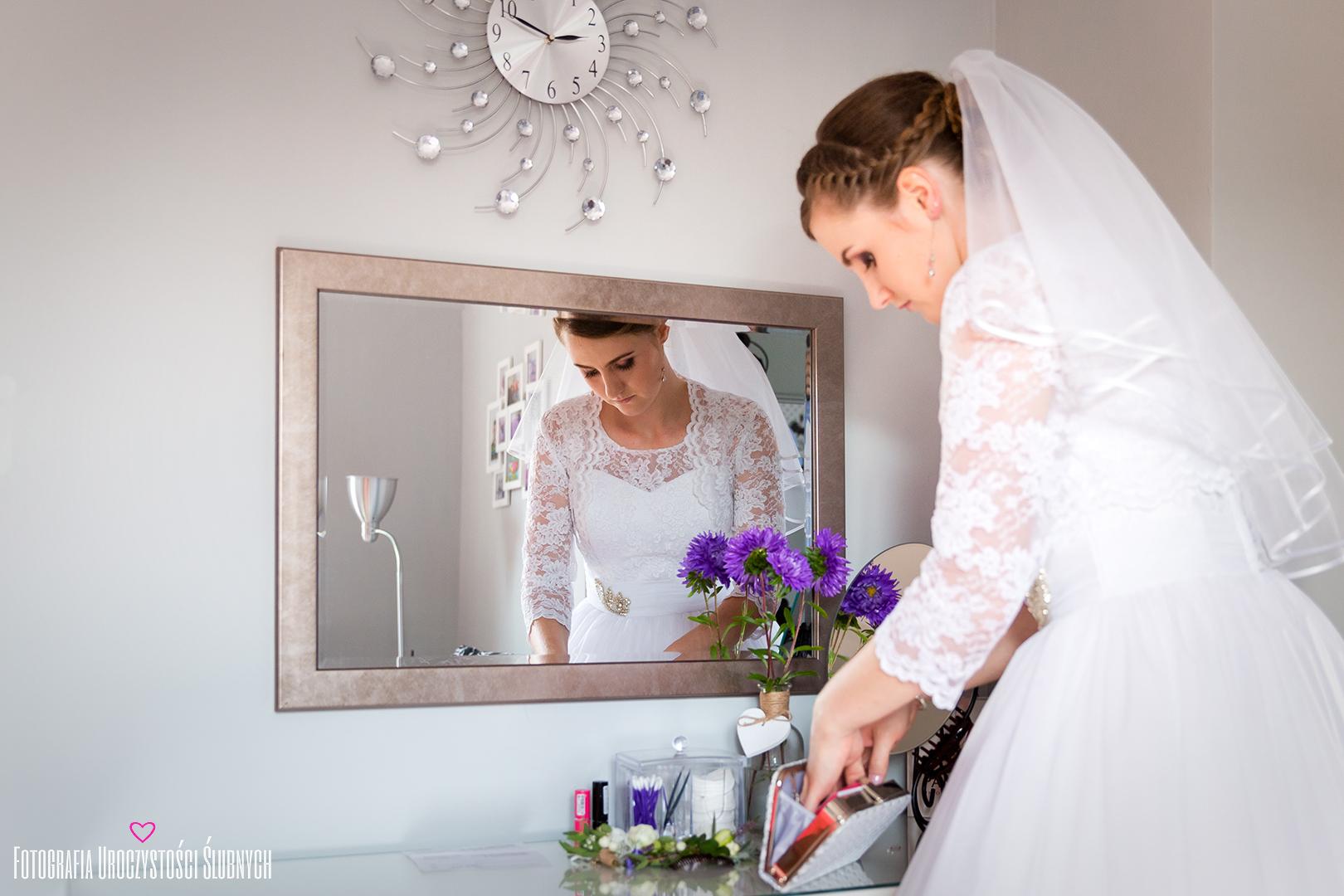 Zdjęcia z przygotowań ślub Jelenia Góra. Pan Młody podczas przygotowań. Reportaż ślubny Aldony i Dymitra z Lubawki.