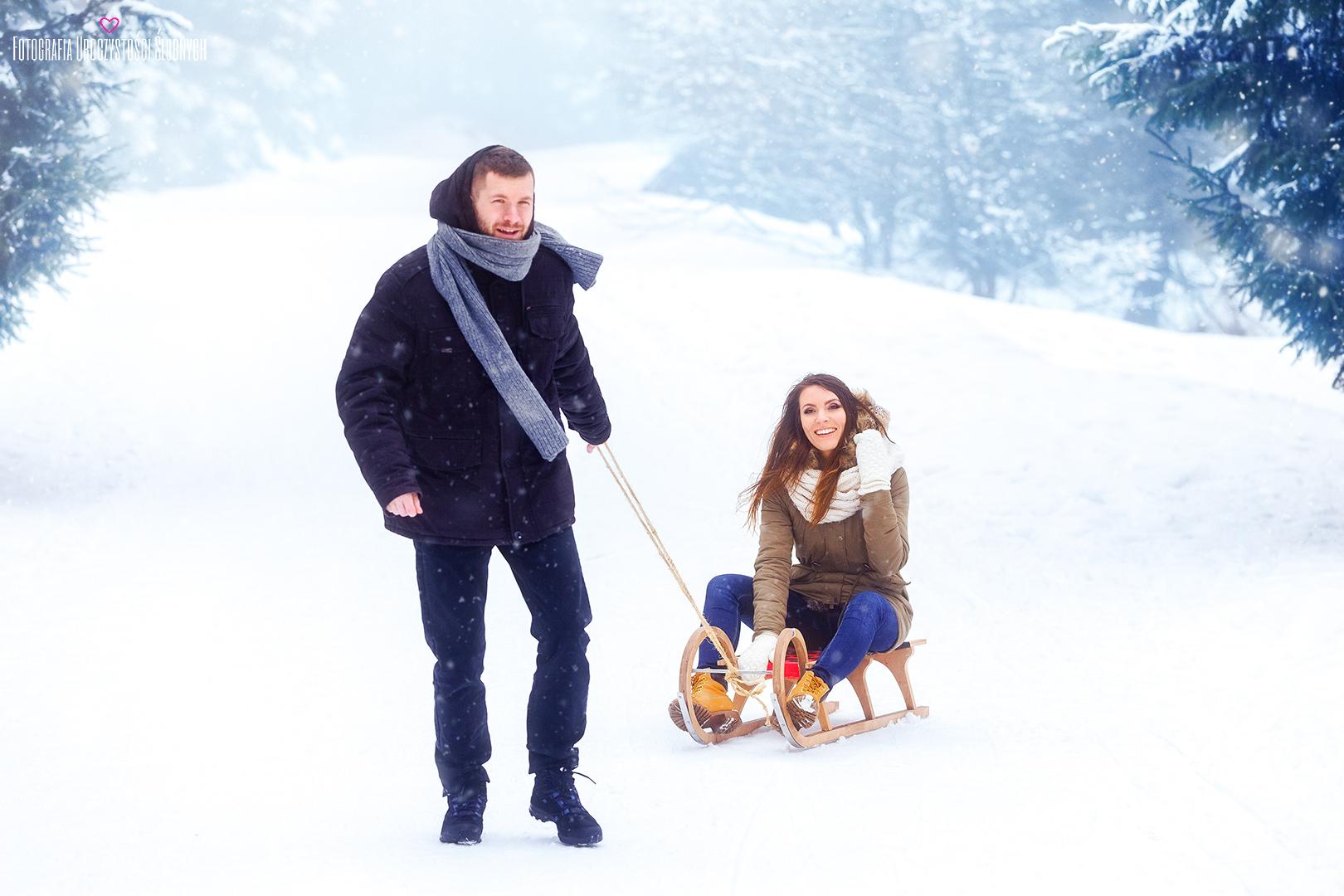 Sesja w górach, zimowa sesja narzeczeńska, sesja plenerową zimą w Karkonoszach