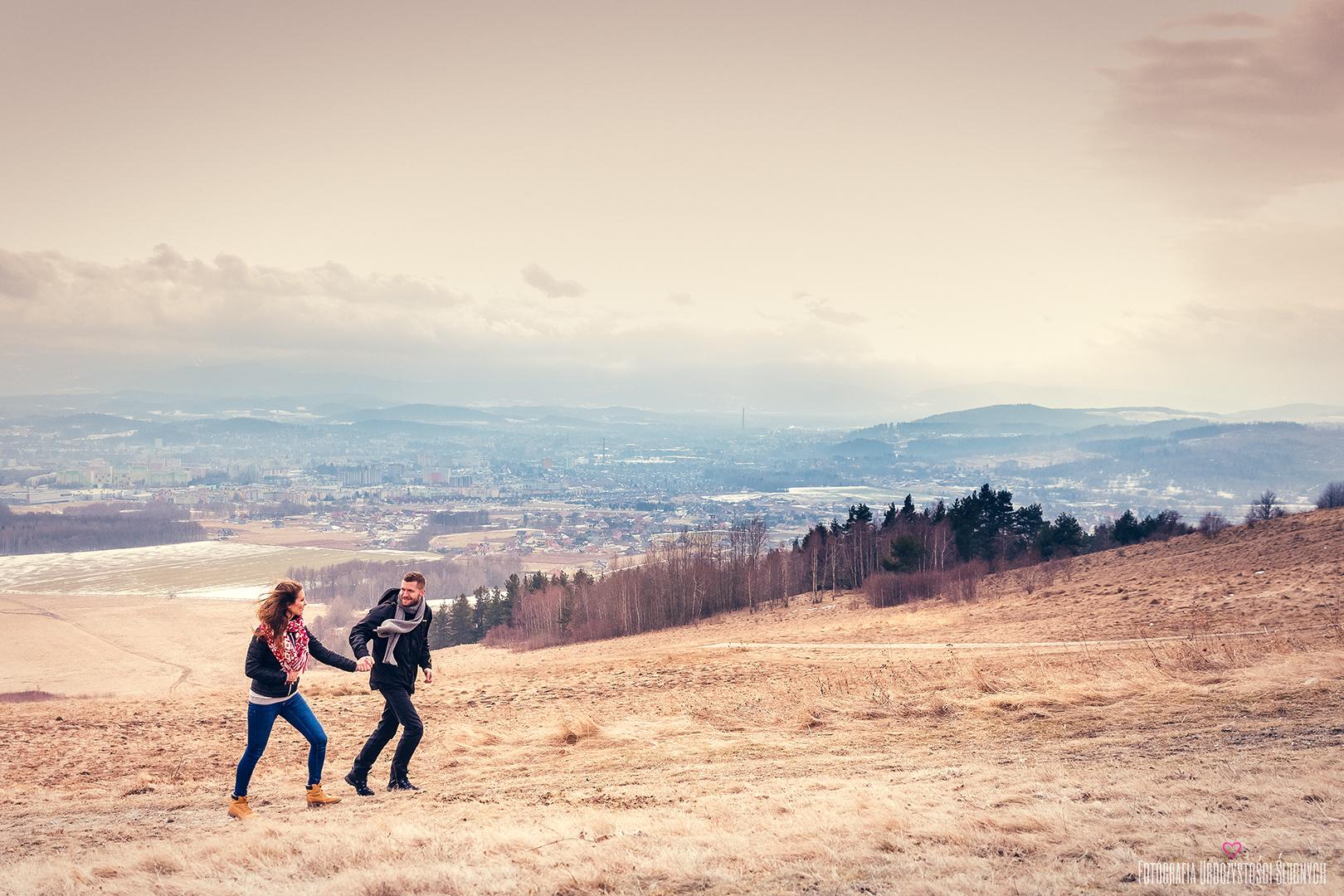 zdjęcia narzeczeńskie Karkonosze, sesje plenerowe w lesie, w górach, zimną. Jelenia Góra, Karpacz, Szklarska Poręba