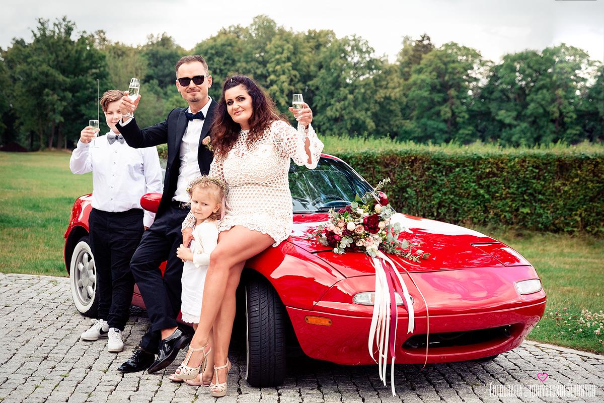 Zdjęcia ślubne, reportaże ślubne Jelenia Góra i okolice. Piękna ślubna sesja podczas przyjęcia weselnego w Pałacu Pakoszów koło Jeleniej Góry. Fotografia ślubna Pałac Pakoszów.