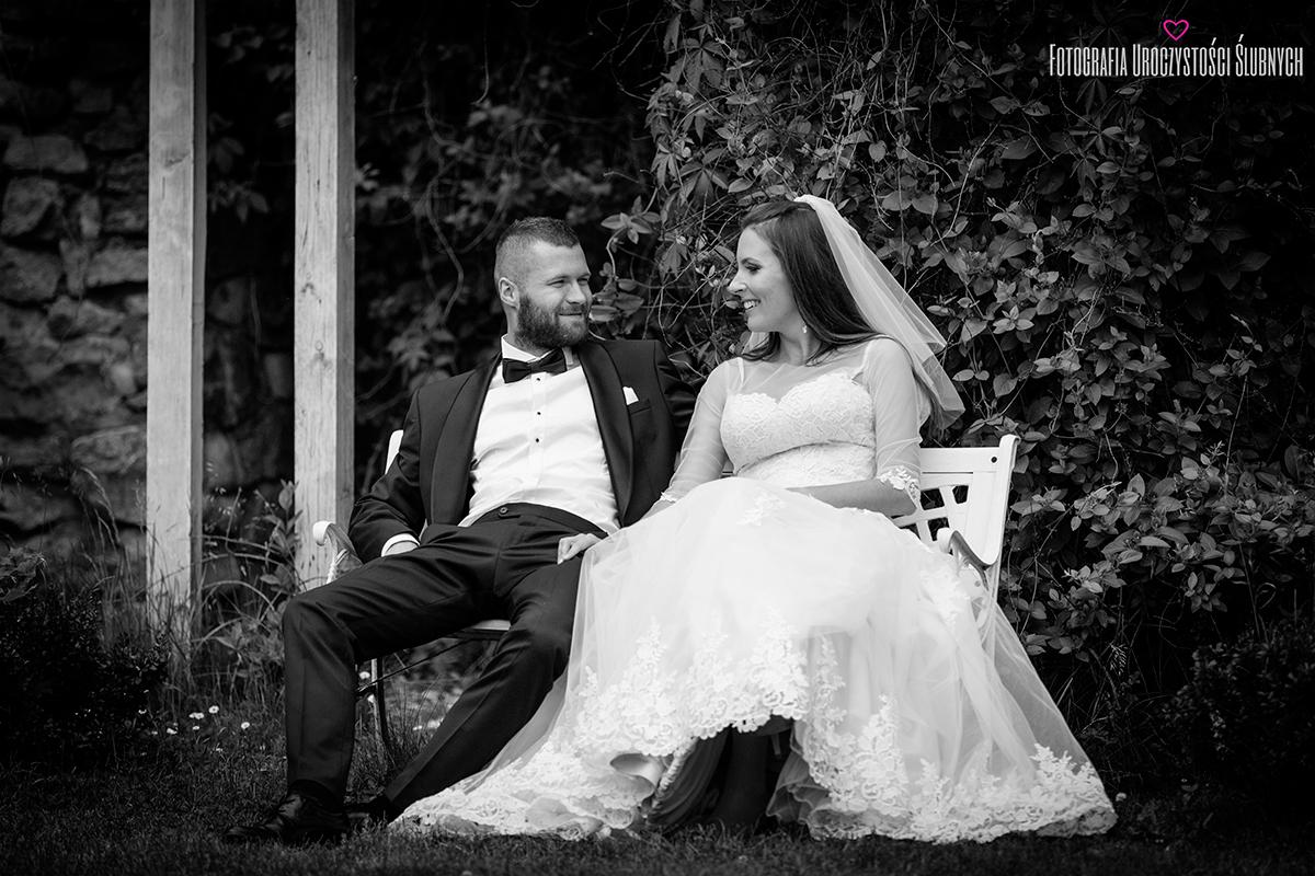 Sesja ślubna w górach, zdjęcia plenerowe w parku w Bukowcu. Klaudia Cieplińska - fotograf Jelenia Góra.