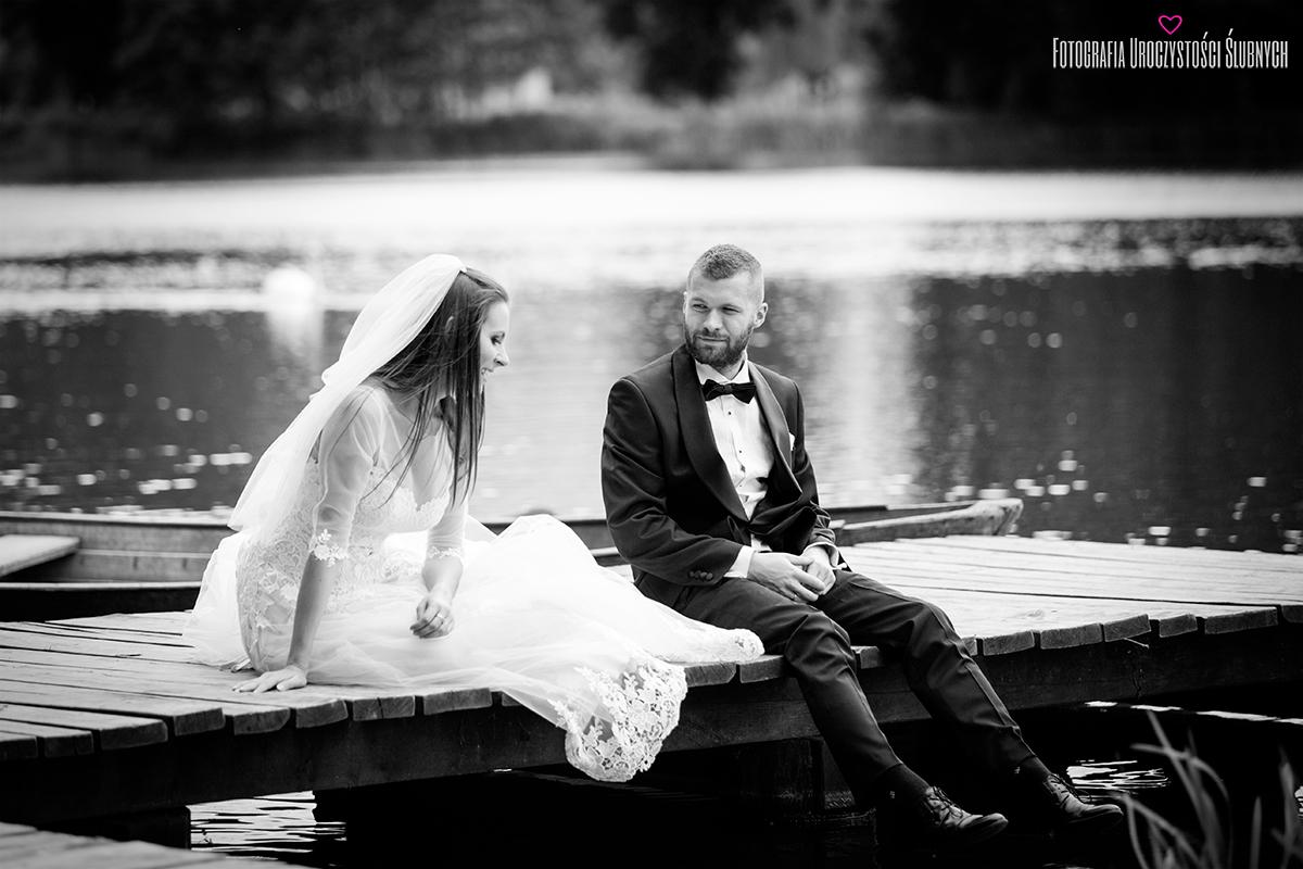 Przepiękna sesja ślubna plenerowa w górach, zdjęcia plenerowe w parku w Bukowcu. Klaudia Cieplińska - fotograf Jelenia Góra.