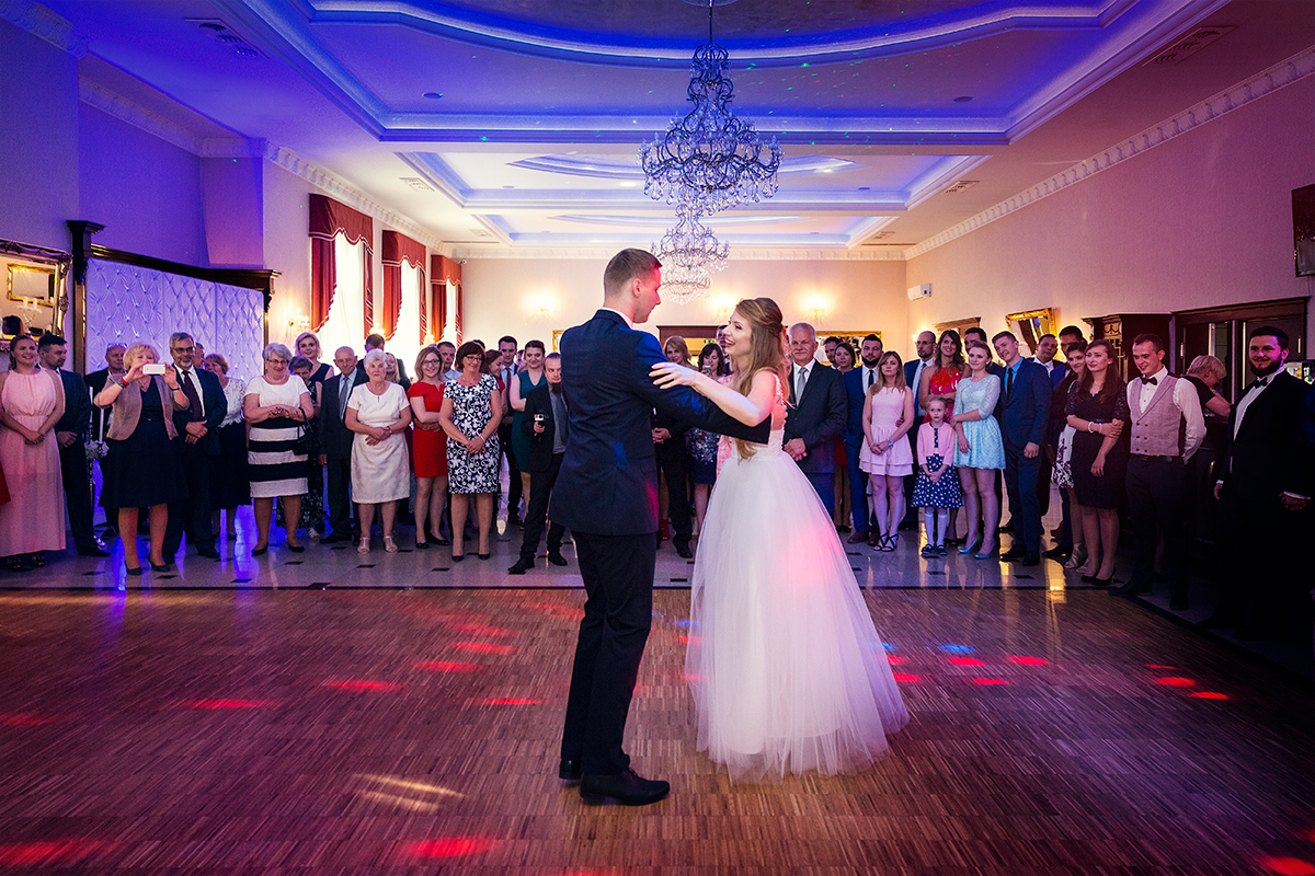 Klaudia Cieplińska - fotograf ślub Oława, reportaż ślubny Jelenia Góra, Wrocław. Piękne wesele w Hotelu Jakub Sobieski w Oławie.