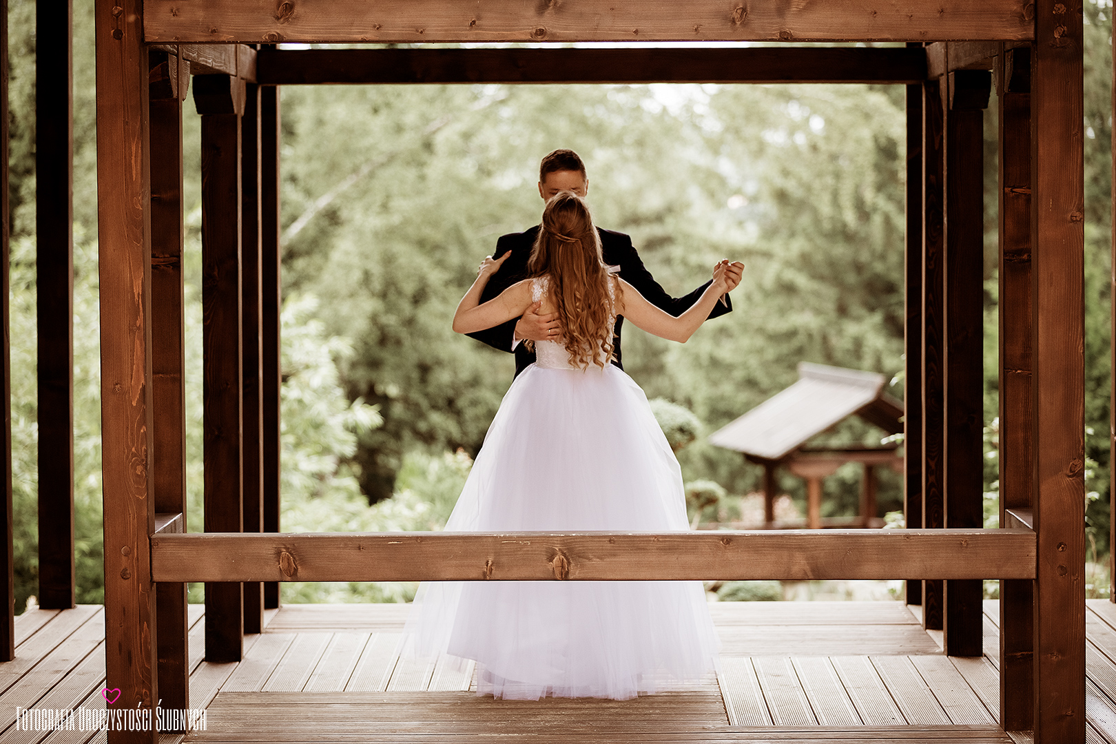Artystyczne zdjęcia ślubne. Siruwia - ogród japoński w Przesiece koło Jeleniej Góry. Idealne miejsce na piękny plener ślubny. Klaudia Cieplińska - zdjęcia ślub Jelenia Góra