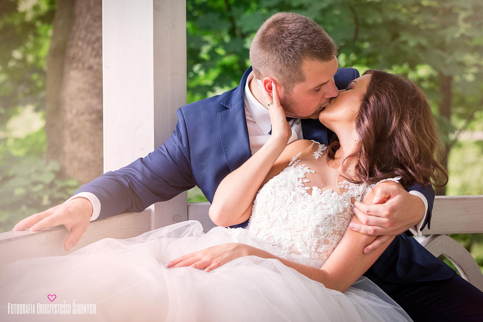 Profesjonalny fotograf ślub Jelenia Góra - Klaudia Cieplińska - reportaż ślubny, zdjęcia artystyczne w plenerze, sesja ślubna i narzeczeńska.