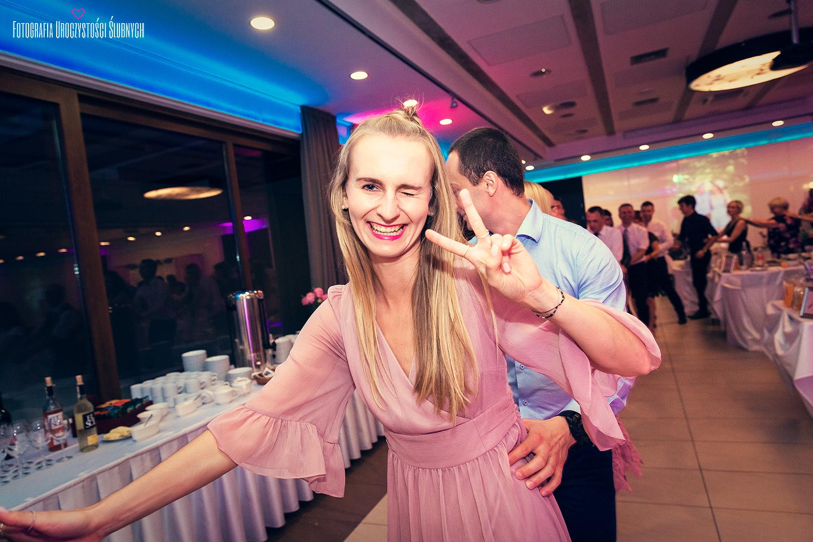 Artystyczne zdjęcia ślubne, profesjonalne reportaże na Twój ślub, Klaudia Cieplińska - fotograf Jelenia Góra. Plenery ślubne w Karkonoszach.