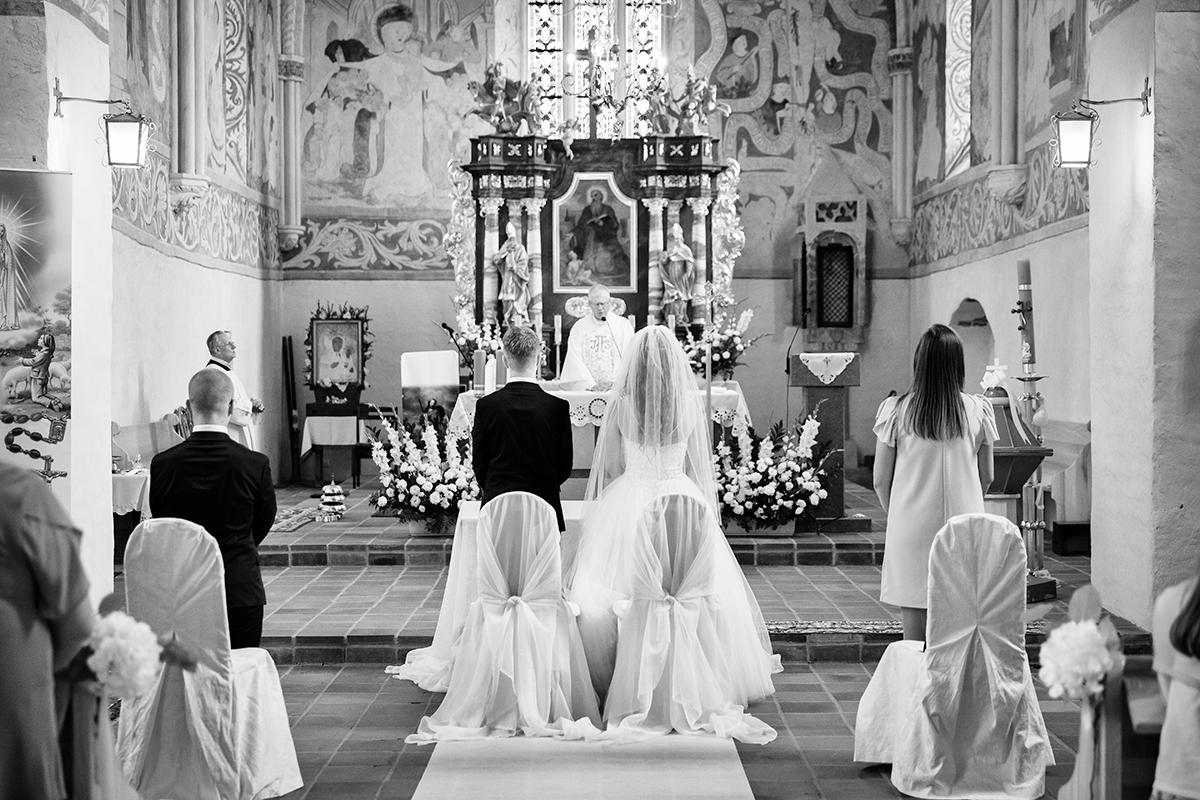 Reportaże ślubne, profesjonalna fotografia ślubna, artystyczne sesje ślubne w plenerze Jelenia Góra. Fotograf na ślub - Klaudia Cieplińska