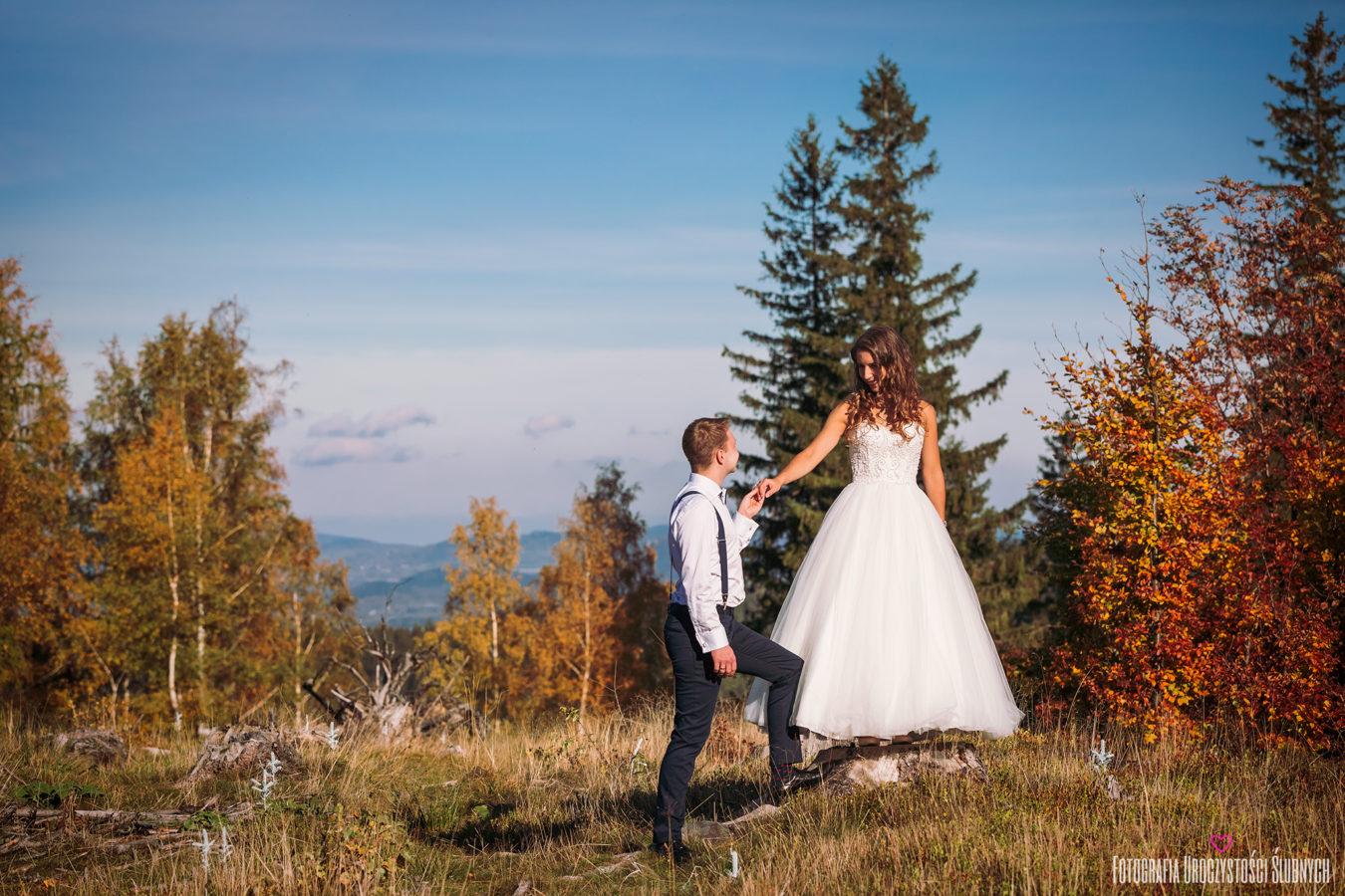 Plener ślubny w górach. Piękna sesje w plenerze w lesie w Karkonoszach. Fotografia na Wasz ślub, profesjonalne reportaże ślubne