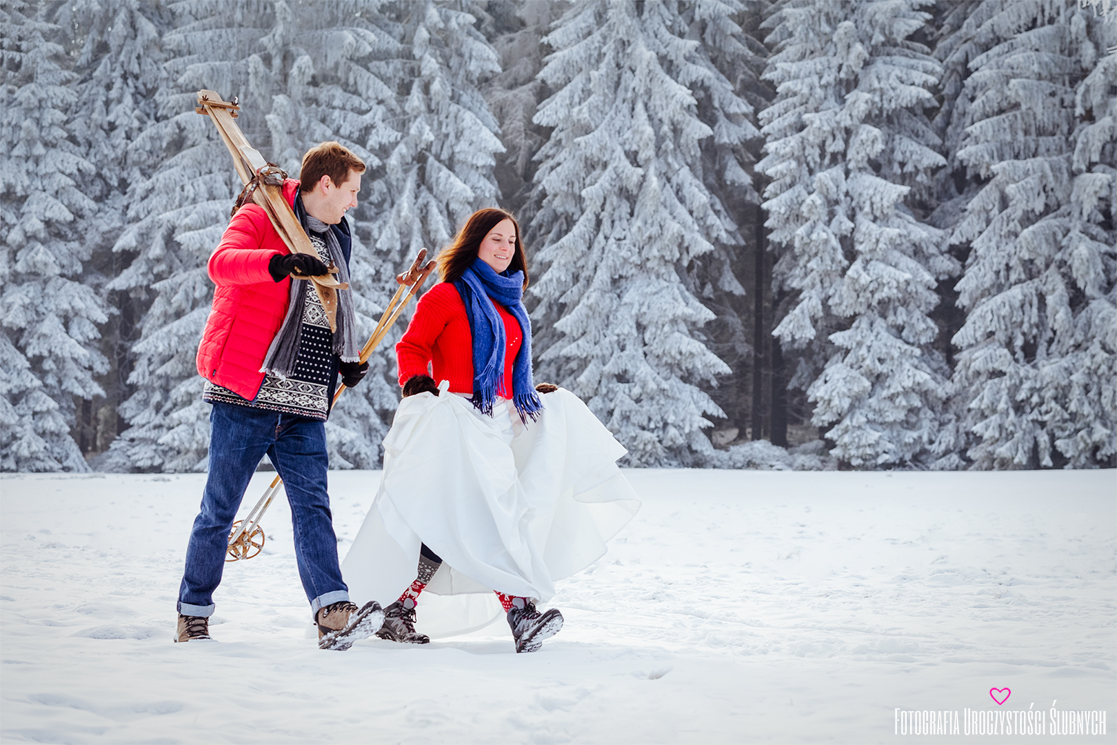 Śnieżna sesja ślubna plenerowa w Karkonoszach, w Szklarskiej Porębie. Klaudia Cieplińska - Fotografia - zimowe zdjęcia w górach