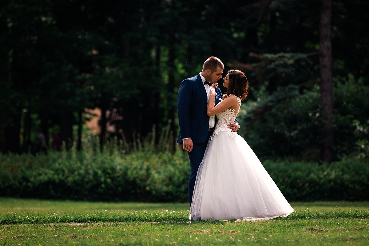 Zapraszam na przepiękne ślubne sesje plenerowe przez cały rok. Zdjęcia ślubne wykonałam w pięknym parku ....Plener ślubny w Jeleniej Górze