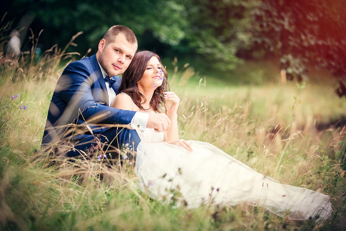 Zapraszam na przepiękne ślubne sesje plenerowe przez cały rok. Zdjęcia ślubne wykonałam w pięknym parku ....Fotografia ślubna Jelenia Góra.