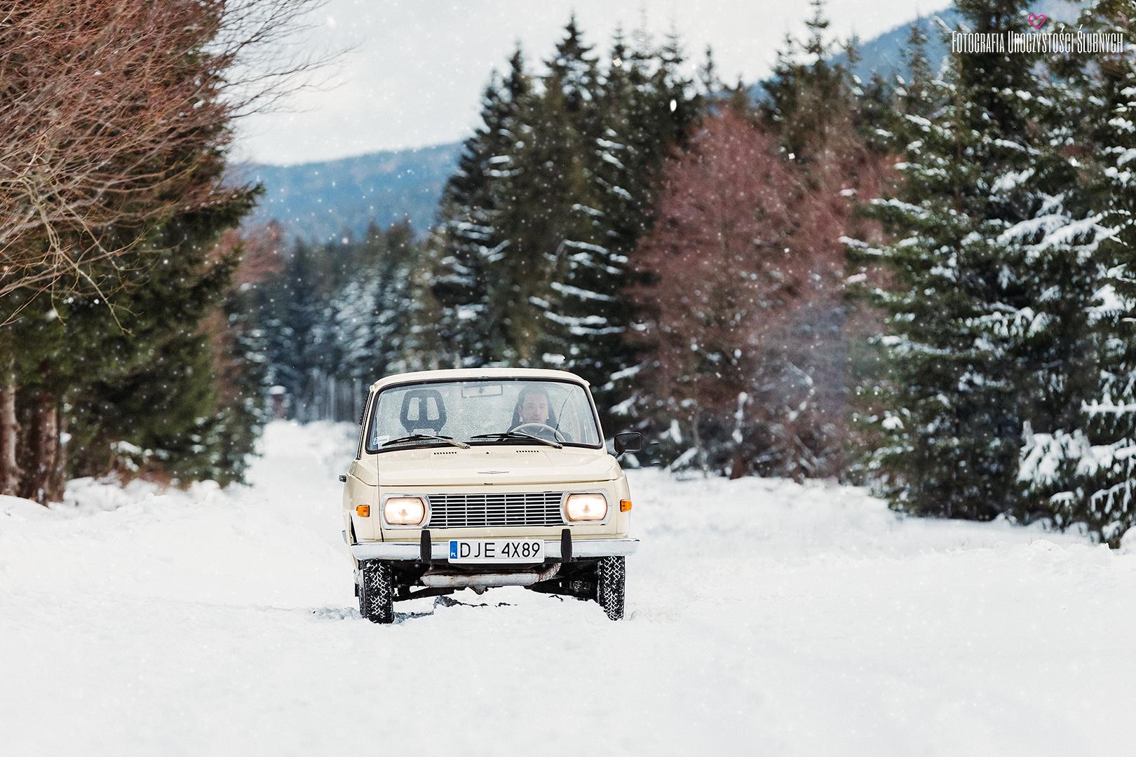Przepiękne sesje narzeczeńskie oraz sesje ślubne plenerowe w lasach, górach, w Karkonoszach - Zimowa sesja w Karkonoszach