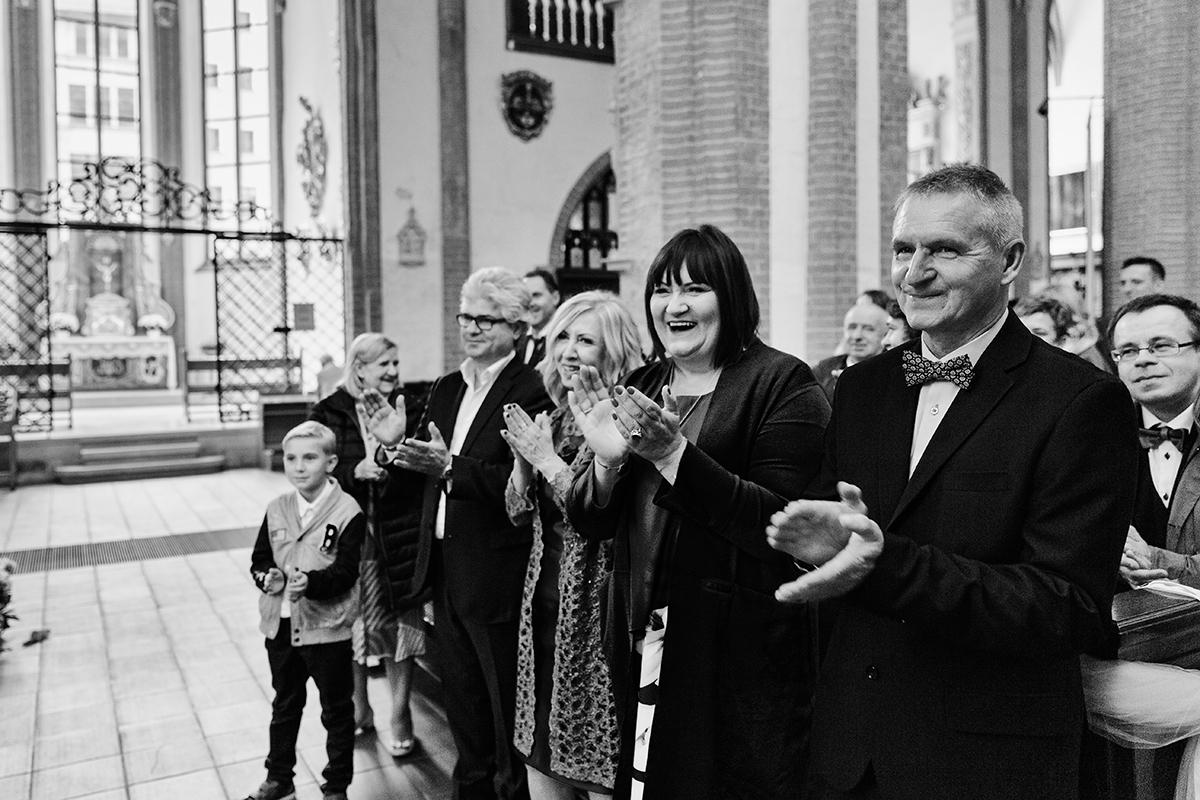 Zdjęcia ślubne, sesje narzeczeńskie, reportaż ślubny z Wrocławia. Fotografie wykonane dla Roksany i Marcina podczas październikowego ślubu i wesela we Wrocławiu.