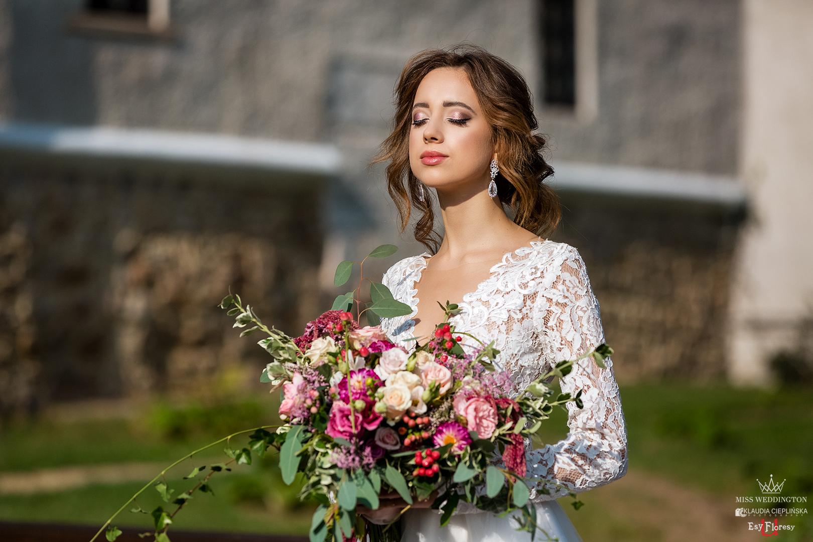 Stylizowana sesja ślubna w Zamku Karpniki koło Jeleniej Góry. Profesjonalna fotografia ślubna Jelenia Góra - Klaudia Cieplińska